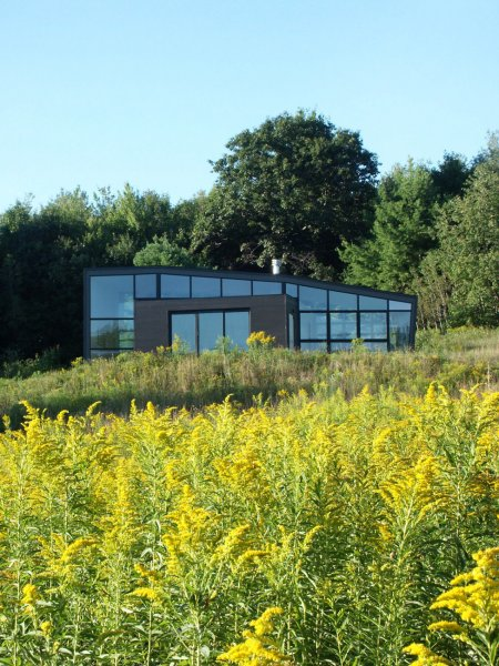 Стиль кимоно, который выбрали архитекторы для воплощения своего проекта, предполагает, что компактное внутреннее пространство охватывает единый корпус.