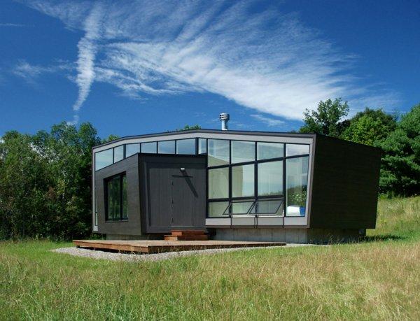 Ну а плюсы такого дома неоспоримы – удобное внутреннее пространство располагает к приятному отдыху, а прекрасный ландшафт, который архитекторы постарались затронуть по минимуму, чтобы сохранить его первозданную красоту, позволяет любоваться прекрасными пейзажами.